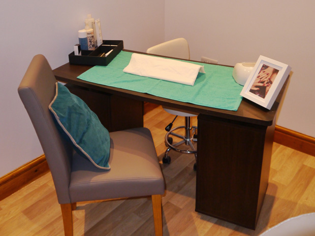 transform-gallery-10-nail-desk-2